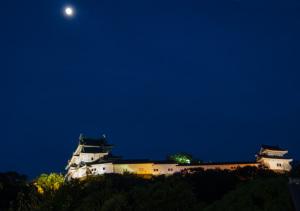 和歌山城と月