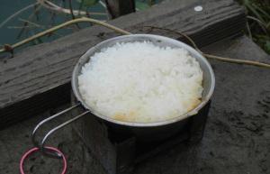 シェラカップでご飯を炊いた